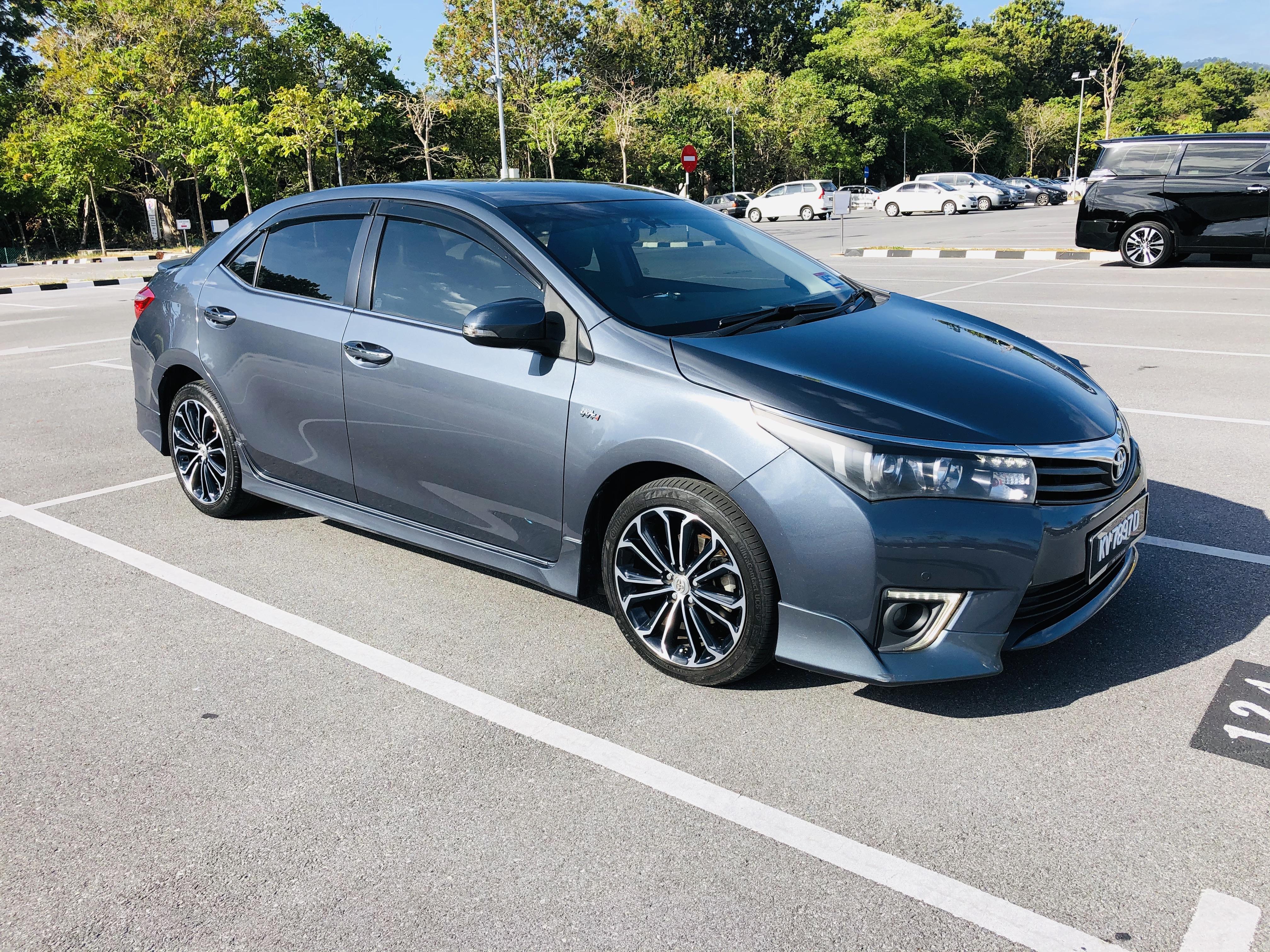 Toyota Corolla Altis 2.0V 2015